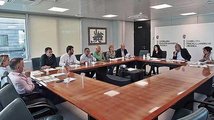 Familias y Administración costearán el traslado de los alumnos al IES de Sineu