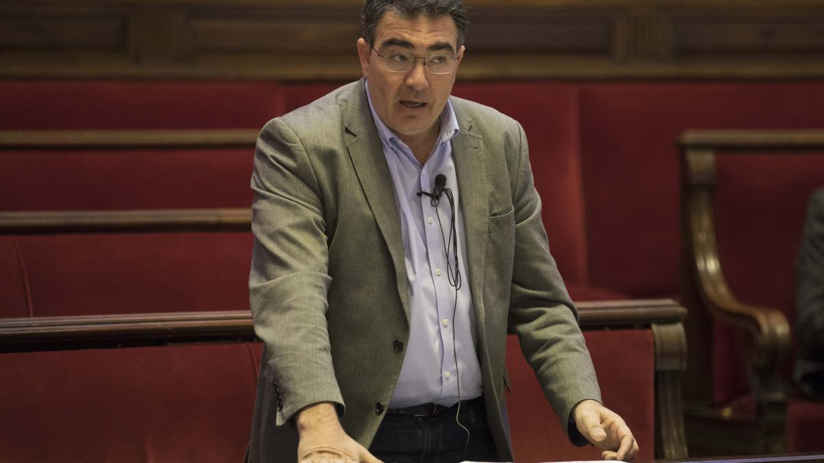 El concejal Narciso Estellés interviene en el pleno.