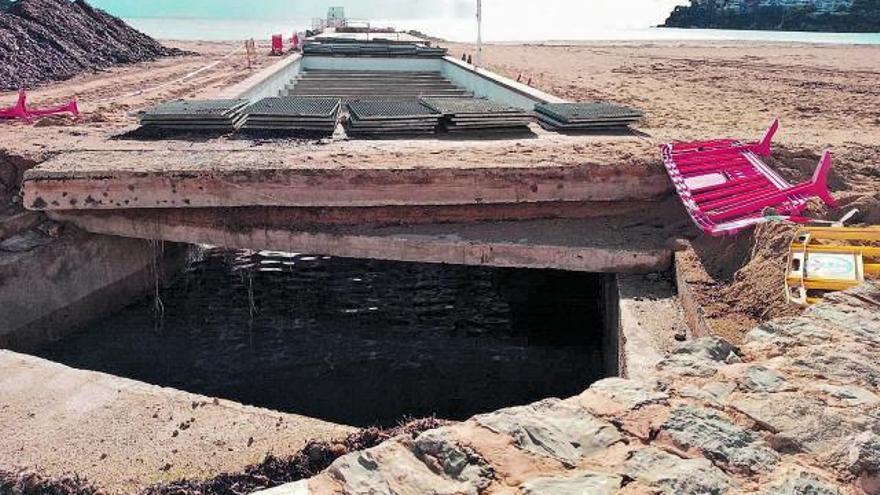 Peligroso socavón en la playa de Magaluf