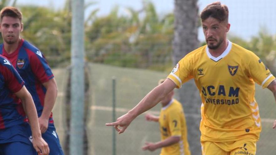 El UCAM Murcia se diluye en la segunda mitad y empata frente al Atlético Levante