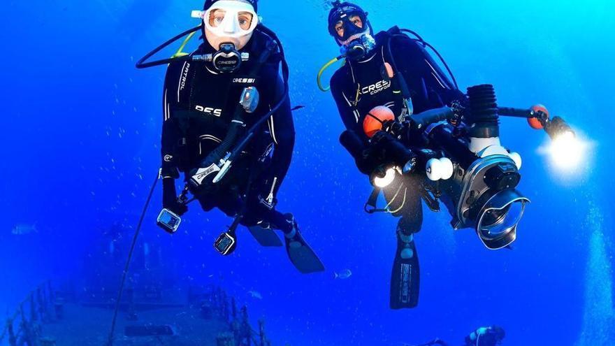 El vigués Jorge Candán y la pontevedresa Pilar Barros logran la triple corona mundial de vídeo submarino