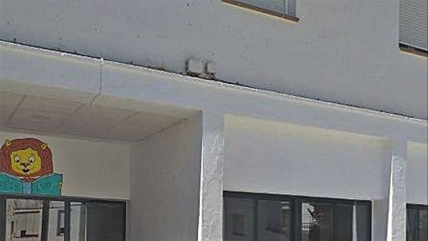 Algaidas pide a la Junta el arreglo del tejado del colegio Miguel Berrocal