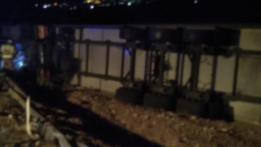 Herido tras volcar el camión que conducía al salirse de una curva en Yecla