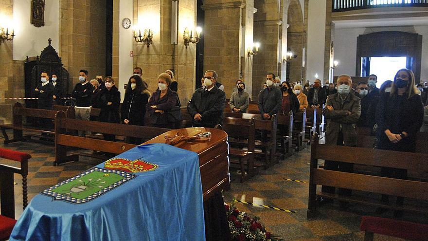 Emocionado adiós a Juan Camino en la Pola