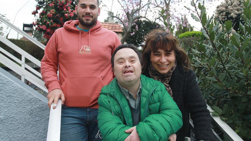 Luis, con Down, de vuelta a casa tras superar el COVID