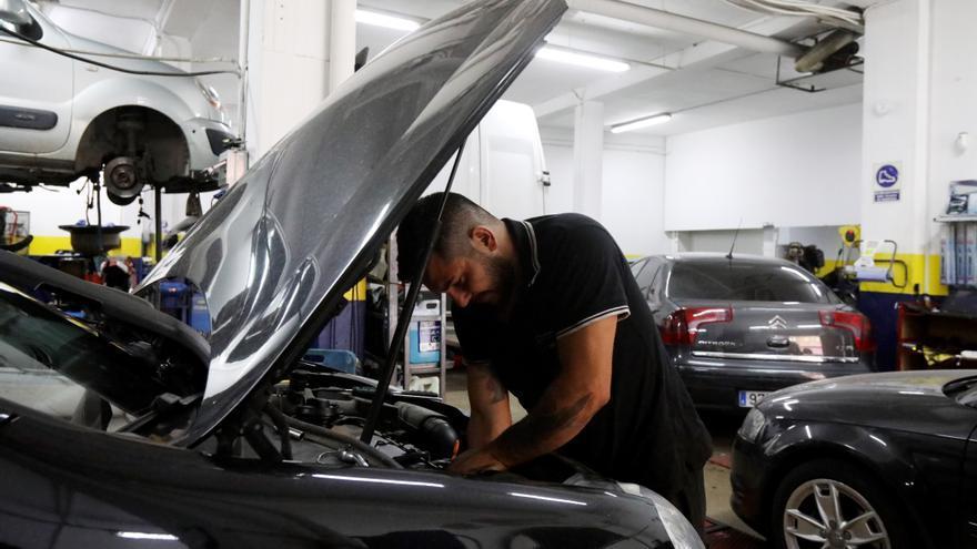 ¿Te vas de viaje?: 4 talleres de confianza en Zaragoza para poner tu coche a punto