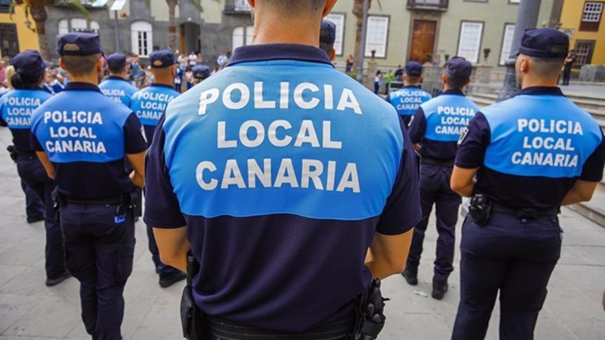 Amenaza con un machete a su expareja y a su marido en Las Palmas