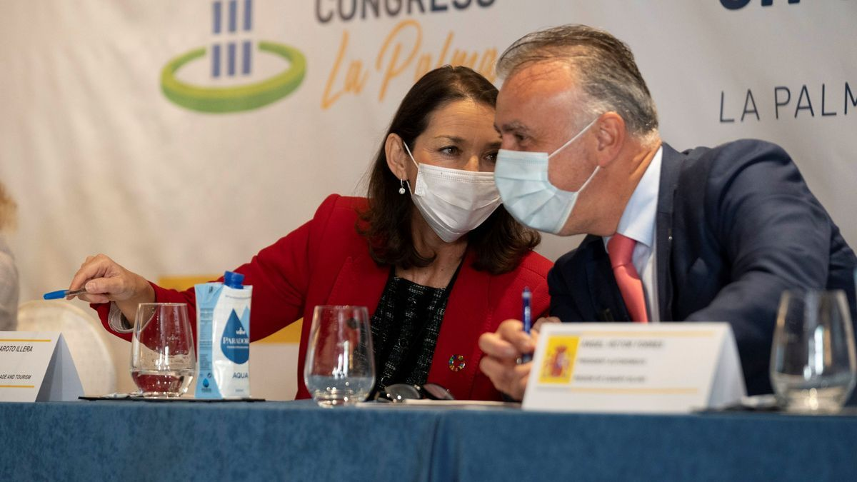 La ministra Maroto y el presidente Torres el lunes 30 de noviembre de 2020, en La Palma