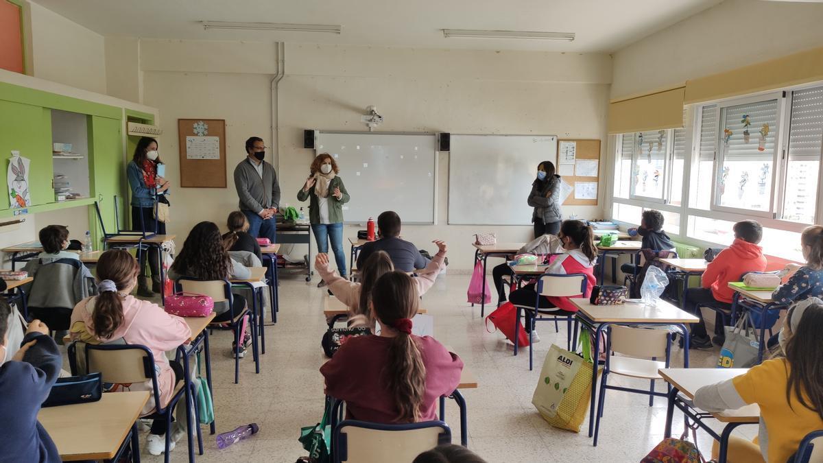 Una clase de educación medioambiental en El Campello