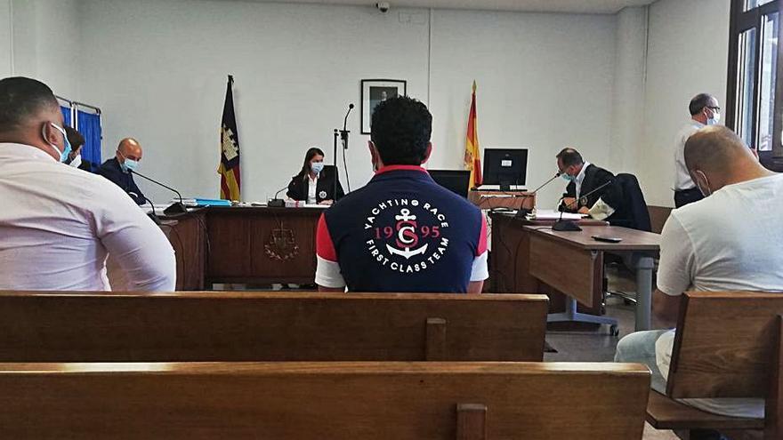 Juicio a tres acusados de un atraco en Palma: «Me puso la pistola en el pecho y me dijo: 'Dame el dinero o te mato'»