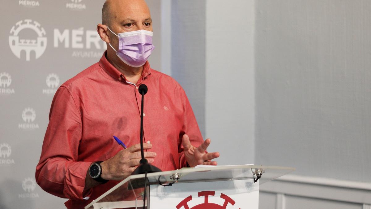 El delegado de Formación y Empleo, Julio César Fuster, en rueda de prensa.