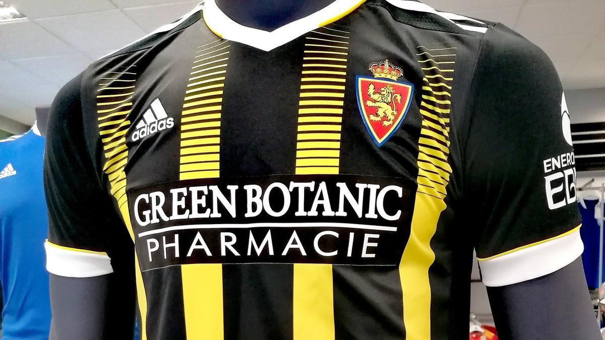 La camiseta avispa, con el nuevo logo.