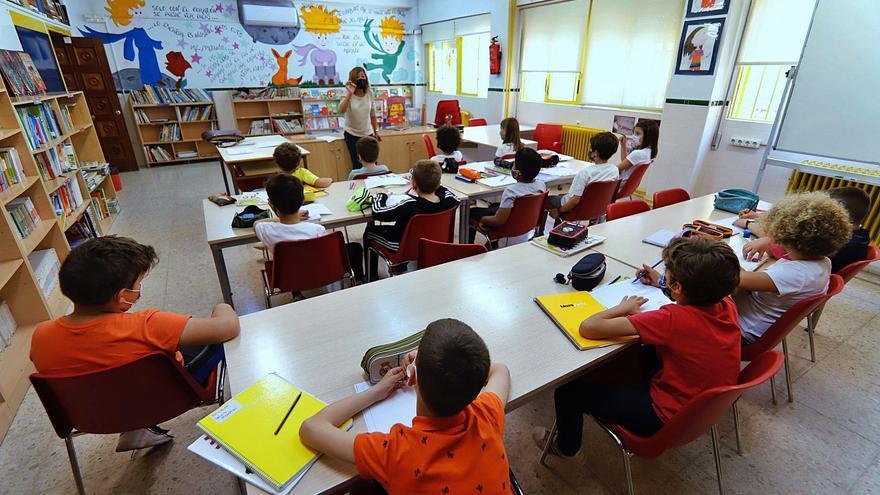 Vuelta al cole en Murcia: Consumo recomienda planificar la compra de los libros de texto y material escolar