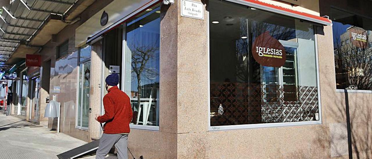 Panadería en Vigo, ya con el rótulo de Iglesias.     // ALBA VILLAR