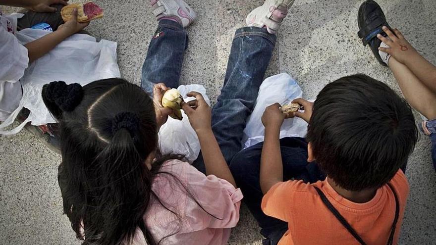 Save The Children denuncia que 147.000 menors viuen sense papers a Espanya