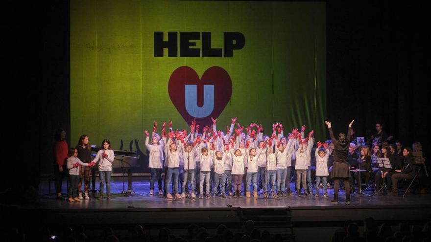 Figueres omple el Teatre El Jardí per ajudar els nens d'un orfenat d'Uganda