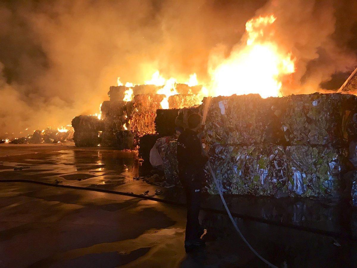 Incendio en una planta de reciclado de Almendralejo