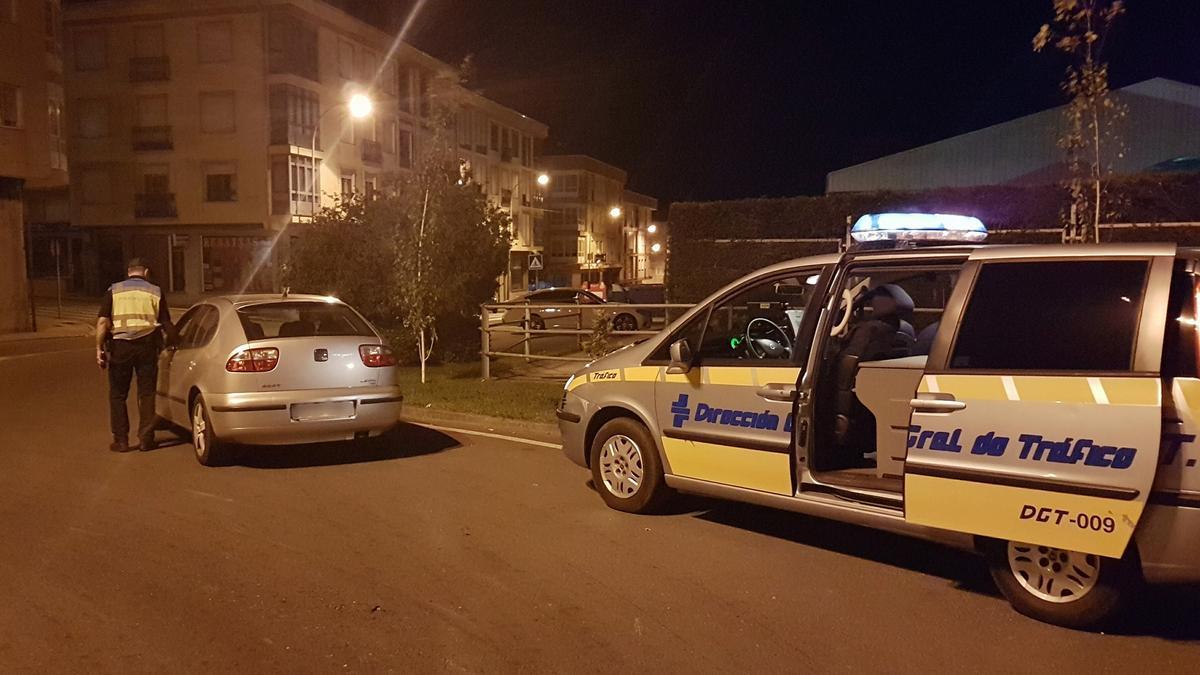 Una de las campañas de la Policía Local de Rianxo y la Guardia Civil de Tráfico.