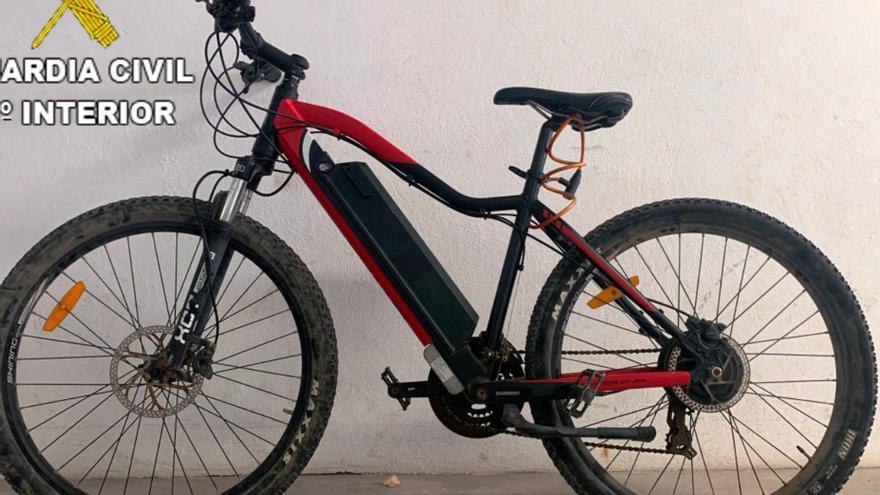 La Guardia Civil investiga a una persona por el hurto de dos bicicletas eléctricas en Lanzarote