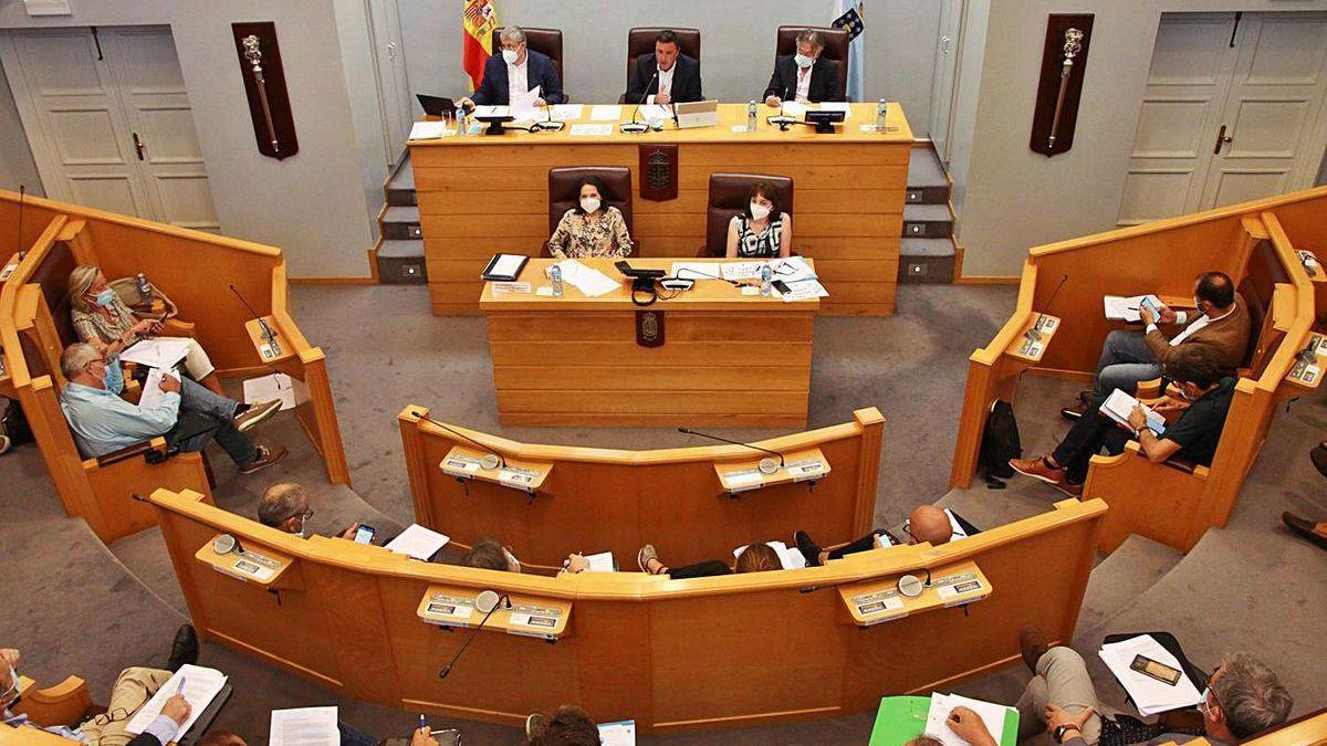 Pleno de la Diputación, ayer.