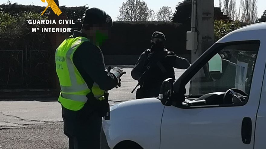 Detenido un conductor en San Cebrián de Castro por llevar cocaína en su ropa