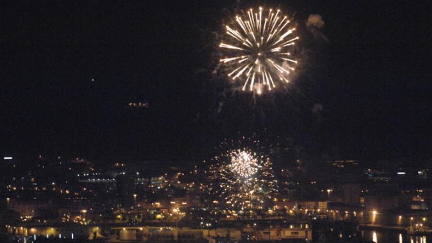 La capital despide el año con conciertos y fuegos artificiales en La Puntilla