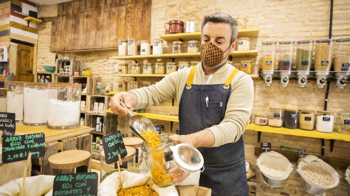 En De Tarros, en la calle Torrenueva, venden todo tipo de productos alimenticios a granel que, además, también son ecológicos.