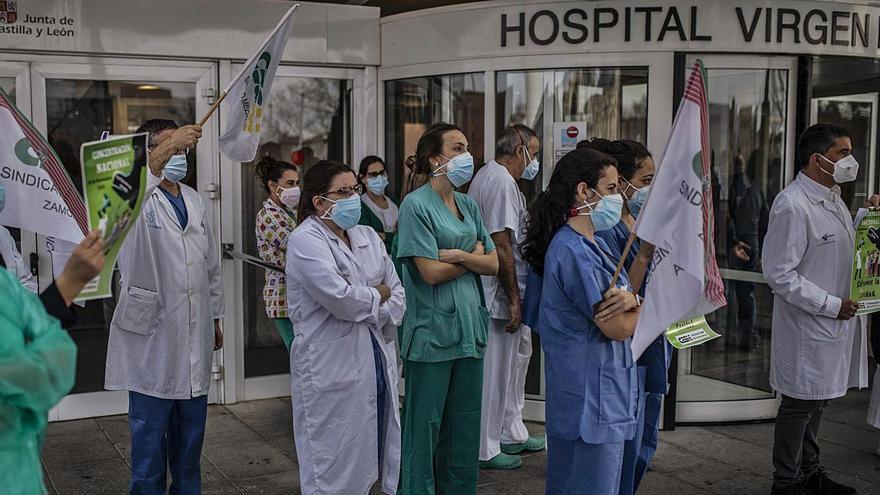 Los nuevos contagios, a la baja, mientras Urgencias soporta la máxima presión