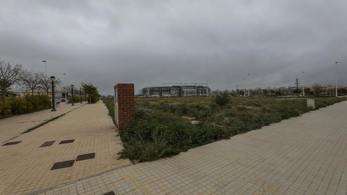 La parcela que ha cedido el Ayuntamiento al Consell para levantar un nuevo centro de salud.
