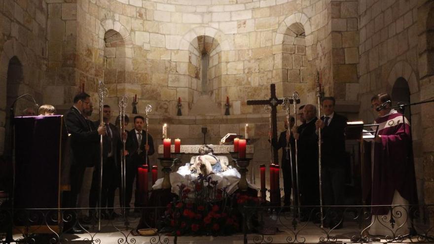 Semana Santa | Zamora enmudece en la noche del Jueves Santo con Jesús Yacente