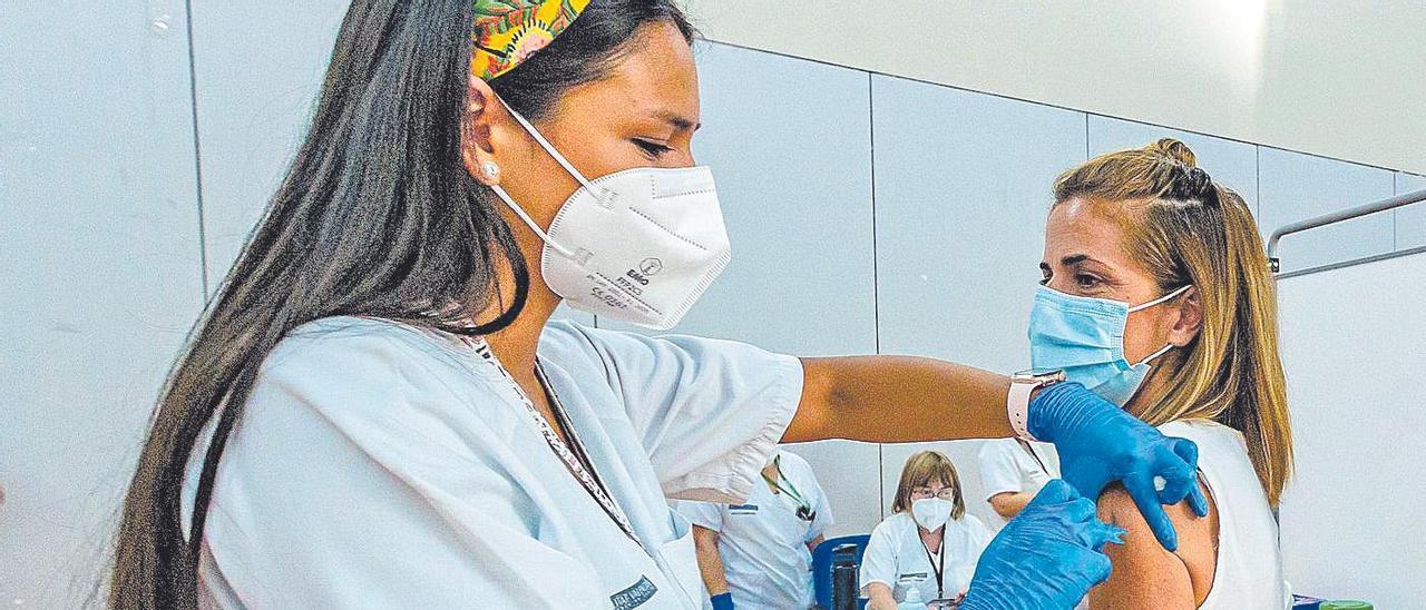 Vacunación en el Centro Social La Torreta de Benidorm