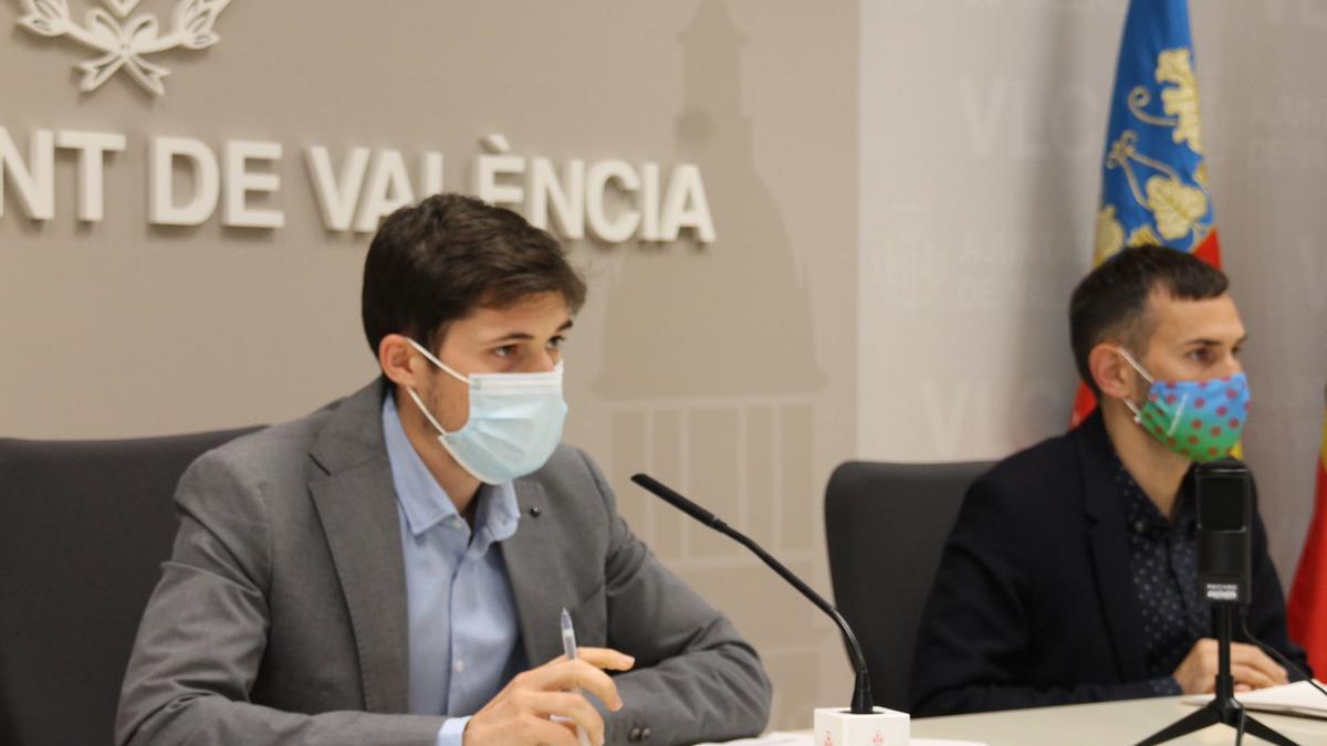 Borja Sanjuán (PSOE), que se estrenó ante la prensa como portavoz del PSOE, junto al vicealcalde Sergi Campillo.