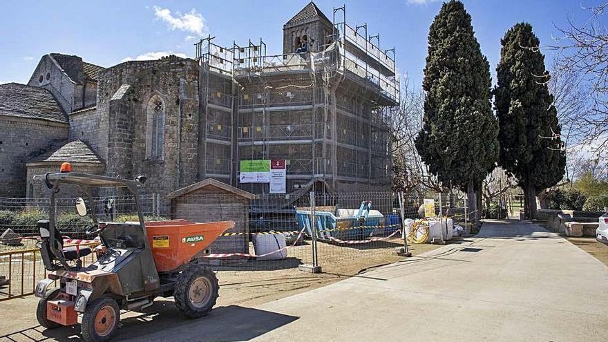 Restauren la coberta de la capella dels Dolors de la canònica de Vilabertran