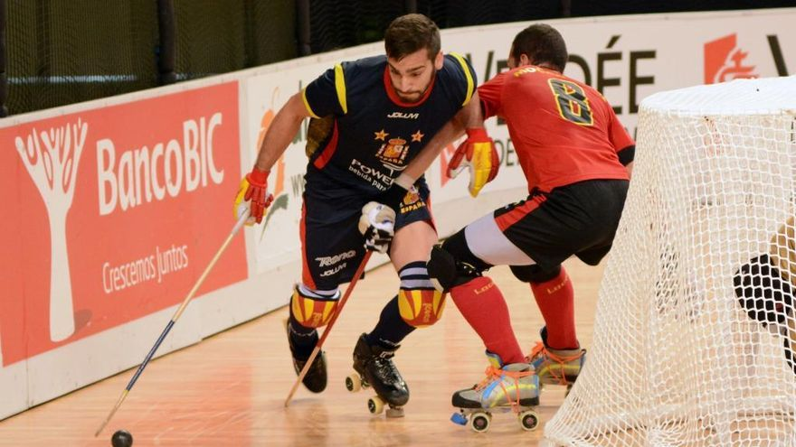 La selección española, con los coruñeses Eduard Lamas e Ignacio Alabart, en semifinales