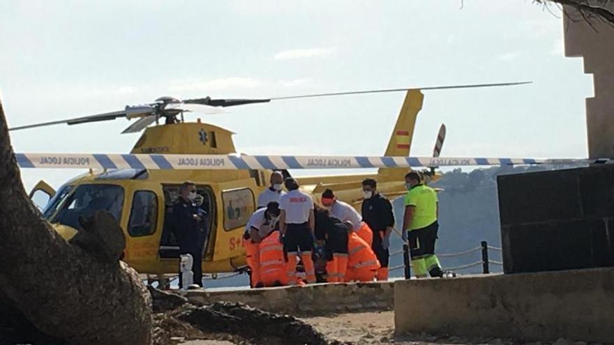 Evacuado en helicóptero un turista que ha sufrido una grave caída en las rocas del castillo de Moraira