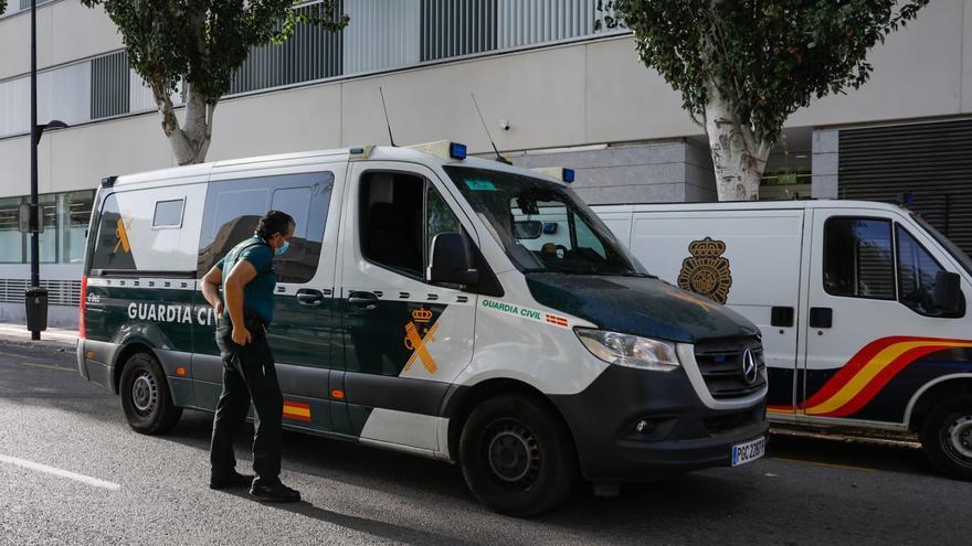 Pasan a disposición judicial en Ibiza los dos detenidos por la agresión sexual a una joven en Formentera