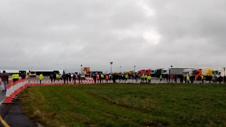 Desesperación entre los camioneros murcianos atrapados en Reino Unido