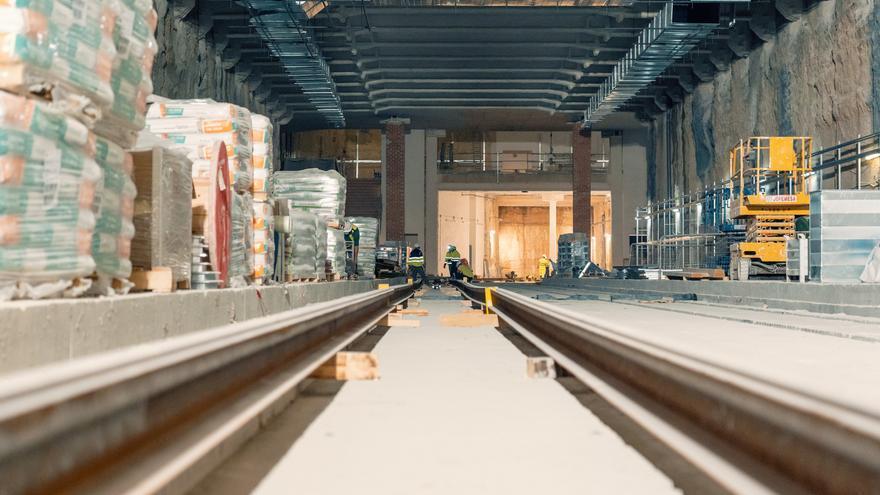 Los raíles de metro llegan a la L10 tras años de espera