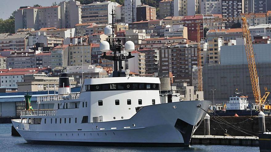 El yate de los 17 millones atraca en Marina Davila