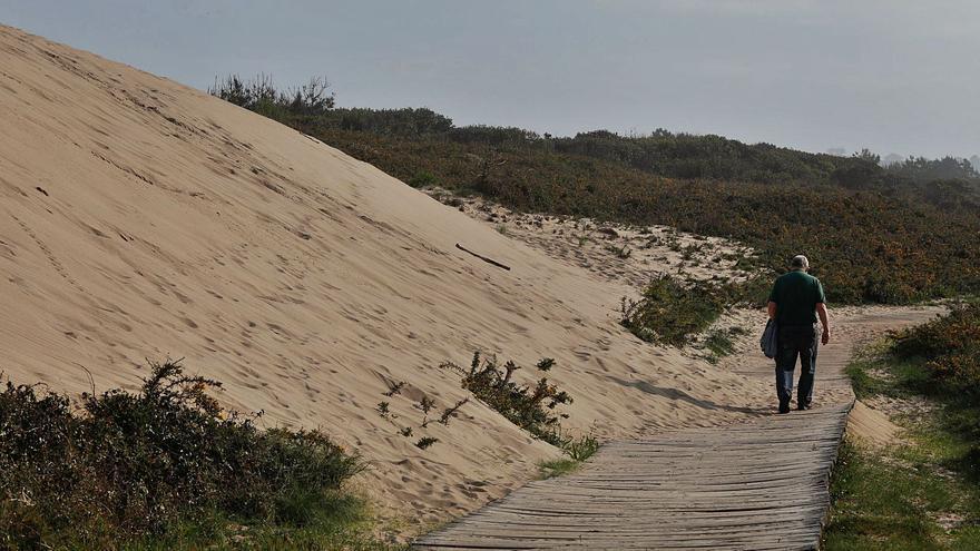 La Alcaldesa exige la restitución de la arena en Salinas tras la intervención del Puerto