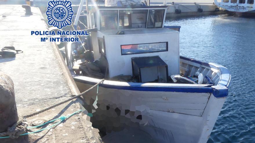 """Detenidos los dos """"pateristas"""" que trasladaron a 79 argelinos en un pesquero a Cartagena"""