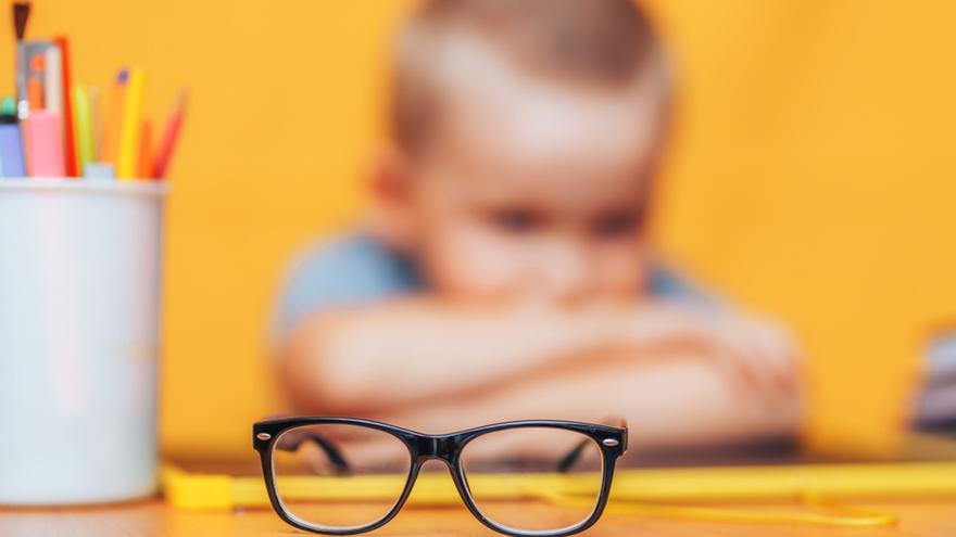 Hoya promueve la revisión sin coste de la visión a niños en edad escolar en más de 1.500 ópticas de toda España, en colaboración con Cruz Roja