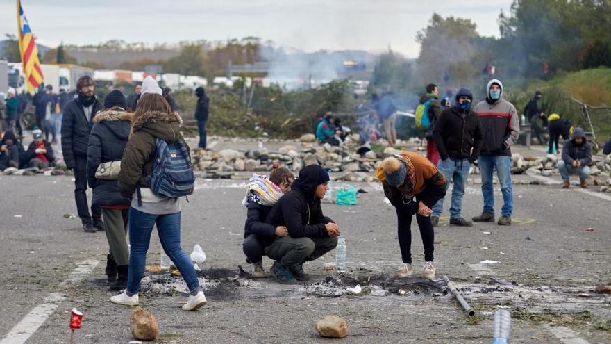 Investigan a 196 personas por el bloqueo de Tsunami Democràtic en la frontera