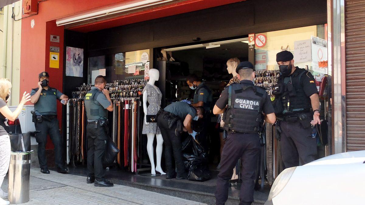 Un moment de l'operació policial al barri dels Limits de la Jonquera