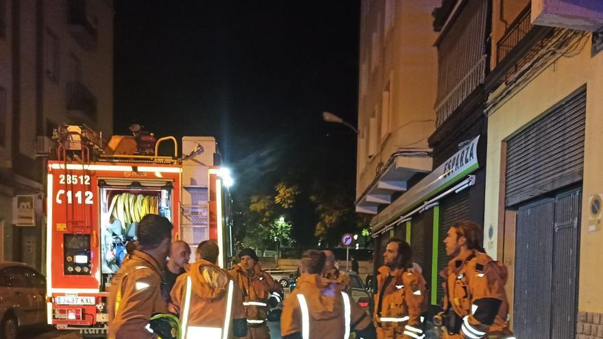 Un incendio obliga a desalojar una finca de madrugada en la calle Padre Claret de Xàtiva