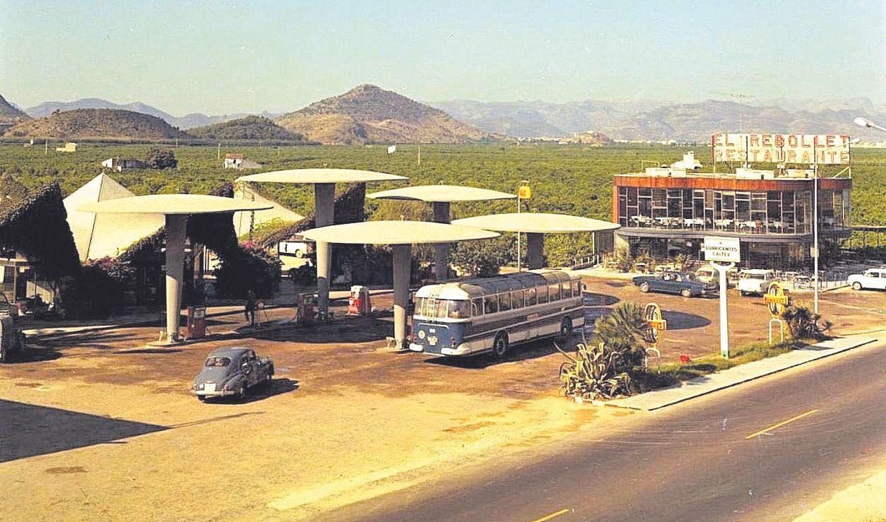 Las Setas de la gasolinera El Rebottel (N-332 Oliva)