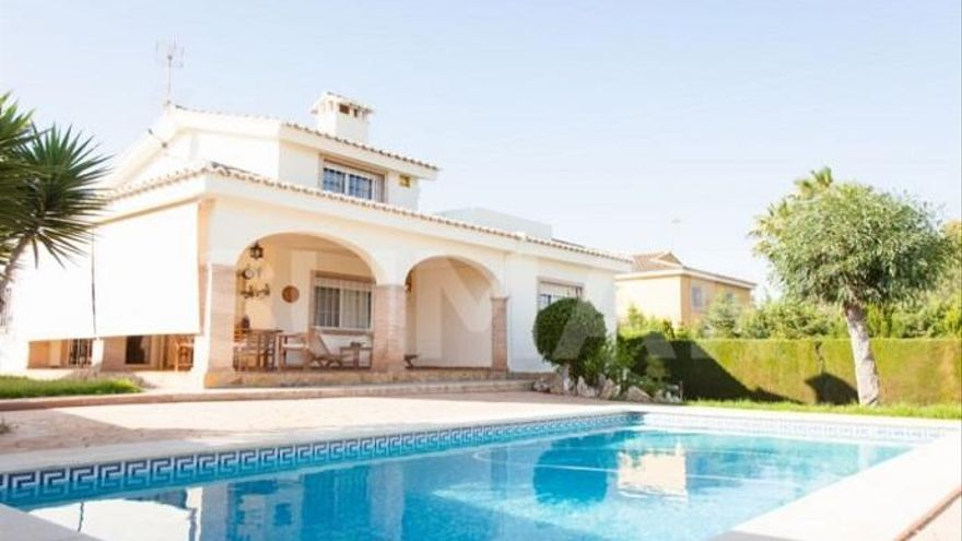 Casas grandes con piscina a la venta en Valencia
