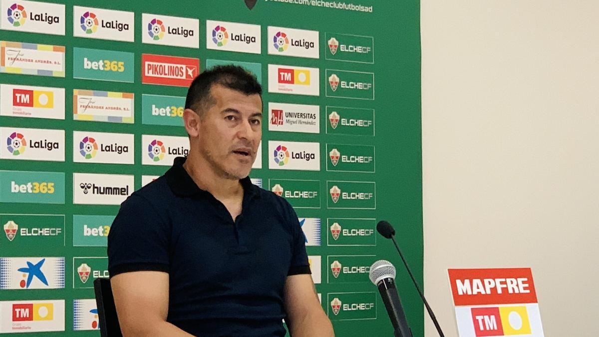 El entrenador del Elche Jorge Almirón, este viernes en el Martínez Valero