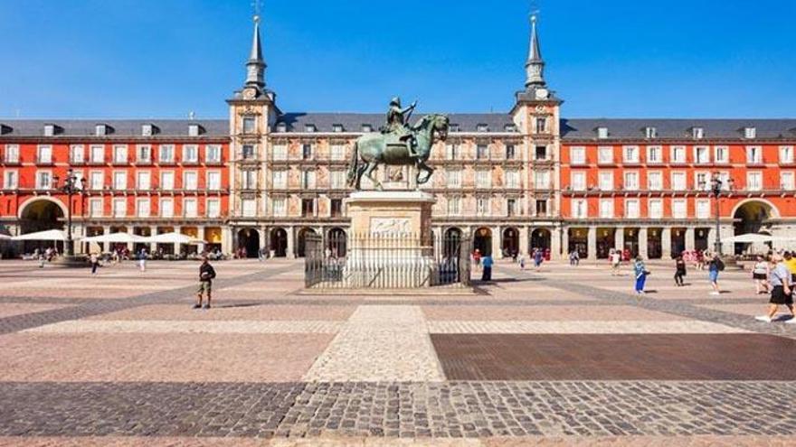 Polémica en redes por el excesivo precio de un café en la Plaza Mayor de Madrid
