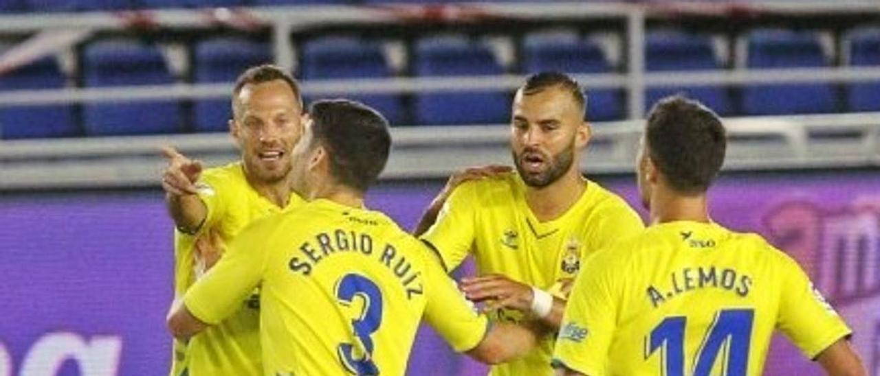 De izq. a dcha. Javi Castellano, Sergio Ruiz, Jesé y Álvaro Lemos celebran el gol del cántabro ante el Tenerife el domingo .     UDLP